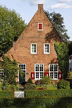 Historic brick home near Huis Bergh castle, 's-Heerenberg, Gelderland, Lower Rhine region, Netherlands, Europe