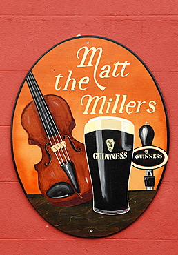 Pub, Matt The Millers, with an advertisement for Guinness beer, Kilkenny, County Kilkenny, Ireland, the British Isles, Europe