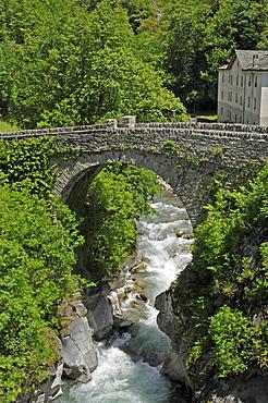 Stone bridge, Bondo, Bregaglia, canton of Grisons, Switzerland, Europe