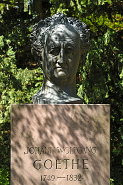 Monument of Johann Wolfgang Goethe, 1749-1832, by David d'Angers, 1829, Heidelberg Castle Gardens, Schlosshof, Heidelberg, Baden-Wuerttemberg, Germany, Europe