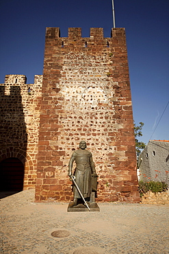 Bronze statue of King Sancho I at the entrance to the Castelo dos Mouros, Castle of the Moors, in Silves, Algarve, Portugal, Europe
