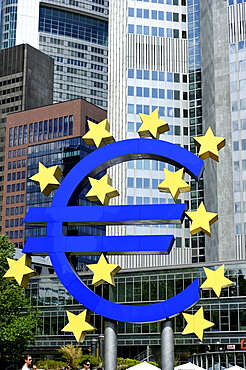 Euro sign, European Central Bank, ECB, Willy-Brandt-Platz square, financial district, Frankfurt am Main, Hesse, Germany, Europe