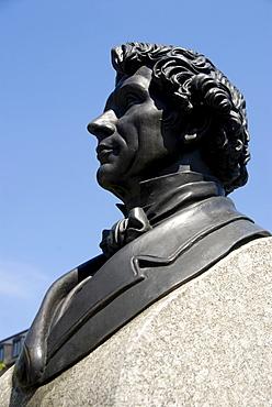 Memorial, bronze bust, the architect Leo von Klenze in profile, Gaertnerplatz square, Gaertnerplatzviertel quarter, Isarvorstadt, Munich, Upper Bavaria, Germany, Europe