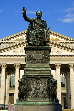 Monument of King Joseph Maximilian II of Bavaria made of bronze, opera building, National Theatre, Bavarian State Opera, Max-Joseph-Platz square, downtown, city centre, Munich, capital city of Bavaria, Upper Bavaria, Bavaria, Germany, Europe