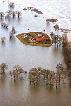 Aerial view, farm cut off from the surrounding land by flood water, Bleckede, Elbe River, Elbe Valley Nature Park, winter floods, Lower Saxony, Germany, Europe