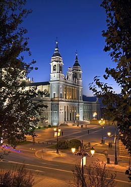 Front facade of the Santa Maria la Real de La Almudena or Almudena Cathedral at dusk, Madrid, Spain, Europe