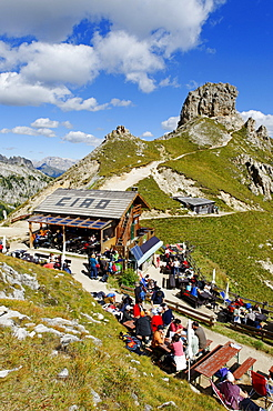 Rifugi Roda di Vael alpine hut, Pederiva alpine hut, Rosengarten massif, UNESCO World Heritage natural site, Province of Bolzano-Bozen, Italy, Europe