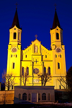 Parish Church of Our Lady at night, Bruneck, Pustertal valley, Val Pusteria, Alto Adige, Italy, Europe