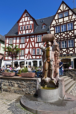 Knights of Hattstein statue, historic town centre of Limburg, Hesse, Germany, Europe