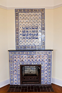 Tiled stove, Schloss Callenberg palace, hunting lodge and summer residence of the Dukes of Saxe-Coburg and Gotha, Coburg, Upper Franconia, Bavaria, Germany, Europe