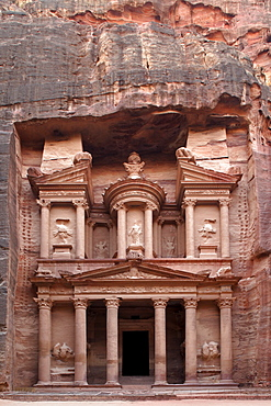 Al Khazneh, Treasury, Petra, the capital city of the Nabataeans, rock city, UNESCO World Hertage Site, Wadi Musa, Hashemite Kingdom of Jordan, Orient, Middle East, Asia