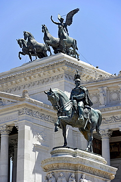 Bronze statue of King Vittorio Emanuele II and Quadriga on the Italian National Monument, Piazza Venezia, Rome, Lazio, Italy, Europe