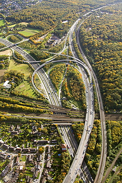 Aerial view, Duisburg-Kaiserberg spaghetti junction of the A3 and A40 highways, autumn, Duisburg, Ruhr Area, North Rhine-Westphalia, Germany, Europe