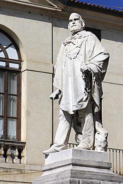 Statue of Giuseppe Garibaldi, Piazza del Castello, Vicenza, Veneto, Italy, Europe