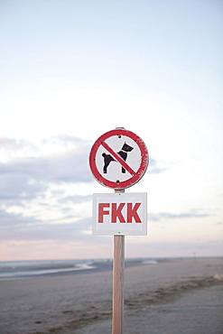 Dogs are not permitted on the beach, prohibition, nude beach, North Sea, St. Peter-Ording, Schleswig-Holstein, Germany, Europe