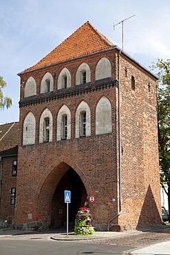 Kniepertor, Brick Gothic city gate, Stralsund, UNESCO World Heritage Site, Mecklenburg-Western Pomerania, Germany, Europe