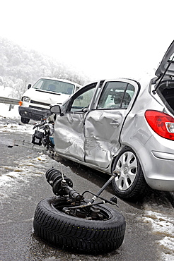 Accident caused by icy roads, wheel ripped off at impact at front, Darmsheim, Baden-Wuerttemberg, Germany, Europe