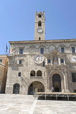 Palazzo dei Capitani del Popolo, with civic tower, Piazza del Popolo, Ascoli Piceno, Marches, Italy, Europe