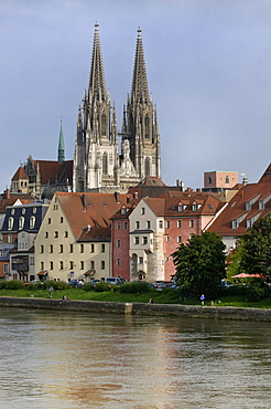 View over the Danube to the Regensburg Cathedral of St. Peter, UNESCO World Heritage Site Regensburg, Upper Palatinate, Bavaria, Germany, Europe