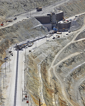 Conveyor belt, Bingham Canyon Mine or Kennecott Copper Mine, largest man-made open pit on earth, Oquirrh Mountains, Salt Lake City, Utah, USA, America