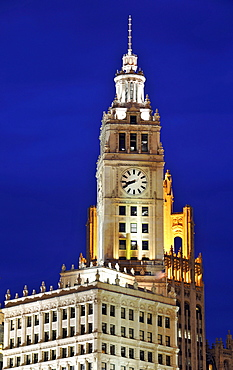 Night shot, River Loop, Wrigley Building, Tribune Tower, Chicago, Illinois, United States of America, USA, North America