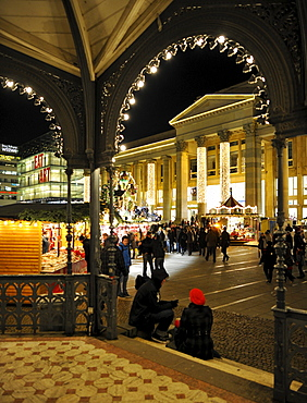 Koenigsbau mall, Christmas decorations, Koengisstrasse, Christmas market, Stuttgart, Baden-Wuerttemberg, Germany, Europe