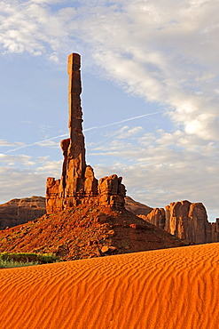 Totem Pole rock formation in the morning, Monument Valley, Arizona, USA, America
