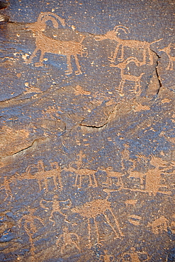 Ca. 3000 year old rock paintings by Native American Indians, Sand Island, near Bluff, Northern Utah, USA, North America