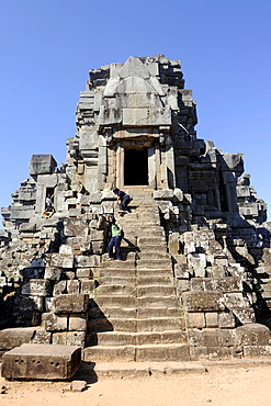 Tourists on a tower, Prasat, temple of Ta Keo, Angkor, UNESCO World Heritage Site, Siem Reap, Cambodia, Southeast Asia, Asia