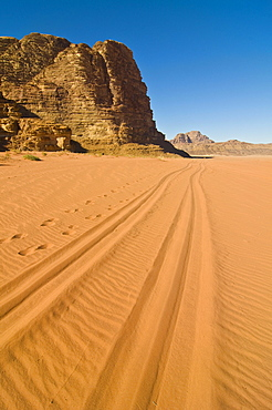 Tyre tracks leading into the desert, Wadi Rum, Jordan, Western Asia