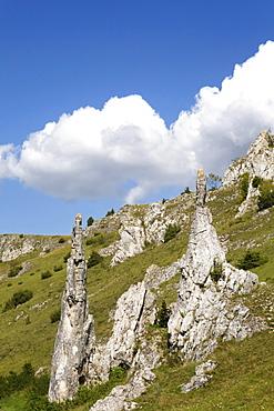 Stone Virgins, Eselsburg Valley near Herbrechtingen, Swabian Alb, Baden-Wuerttemberg, Germany, Europe