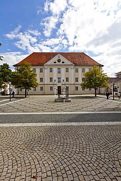 Dossenbergerhaus, former Pre-Austrian barracks, Frauenplatz square, Guenzburg, Donauried, Swabia, Bavaria, Germany, Europe