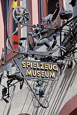Sign, Spielzeugmuseum, Toy Museum, Hauptmarkt square, Trier, Rhineland-Palatinate, Germany, Europe