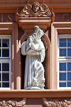 Figure, facade decoration, Rotes Haus, Red House on Hauptmarkt square, Trier, Rhineland-Palatinate, Germany, Europe