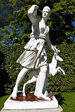 Statue of the goddess Diana, Schloss Fantaisie palace gardens, Bayreuth, Upper Franconia, Bavaria, Germany, Europe