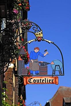 Hanging sign of a cutler, 39 Rue du General de Gaulle, Riquewihr, Alsace, France, Europe