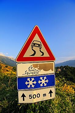 Traffic sign, snow and rain warning, Caramanico Terme, SantíEufemia a Maiella, Majella National Park, Abruzzo, Italy, Europe