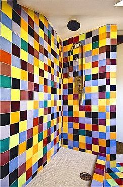 Showcase shower, colourful tiles