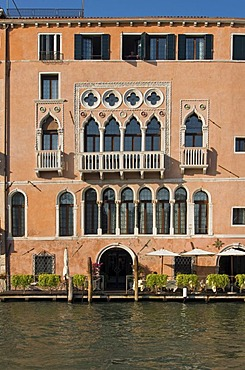 Gothic Ca'Sagredo, Morosini Sagredo Palace, built in 14th - 15th century, now Luxury Hotel, Grand Canal, Cannaregio, Venice, Veneto, Italy, Europe