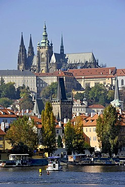 Gothic St. Vitus Cathedral, Prague Castle, Hradcany, Vitava River, Prague, Bohemia, Czech Republic, Europe