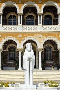 New statue, white marble, Archbishop and President Makarios III, Archbishop's Palace, Nicosia, Lefkosia, Southern Cyprus, Republic of Cyprus, Mediterranean Sea, Europe