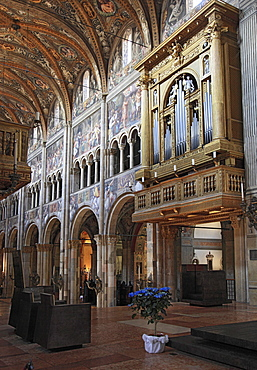 Organ and choir in the Cathedral of Parma, Emilia Romagna, Italy, Europe