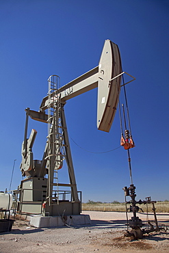 Oil well, Carlsbad, New Mexico, USA