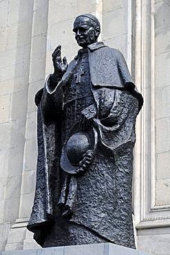 Statue of Cardinal Jose Maria Caro Rodriguez, Primado Cardenal de Chile, Metropolitan Cathedral, Santiago de Chile, Chile, South America