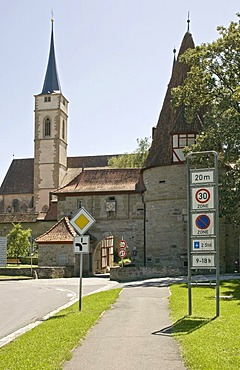 St. Veit's Church and Roedelseer Tor gate, Iphofen, Lower Franconia, Bavaria, Germany, Europe