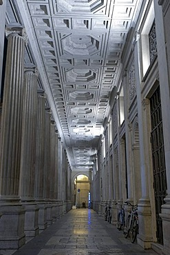 Porch of Palazzo Wedekind, added in 1838 by Pietro Camporese il Giovane by using 11 ancient Roman columns found in Veio in 1812 - 17, night shot, Piazza Colonna, Rome, Latium, Italy, Europe