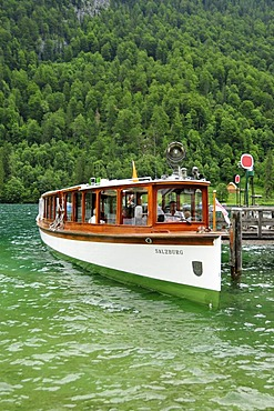 "Electric boat ""Salzburg"" of the Koenigssee-Schifffahrt line at the pier at the pilgrimage church of St. Bartholomae, Koenigssee lake, Nationalpark Berchtesgaden Alpine national park, Bavaria, Germany, Europe"