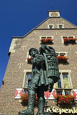 """The """"Kiepenkerl"""" statue at Spiekerhof, Muenster, North Rhine-Westphalia, Germany, Europe"""