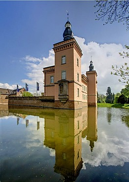 Schloss Gracht castle, seat of the ESMT European School of Management and Technology, Erftstadt, North Rhine-Westphalia, Germany, Europe