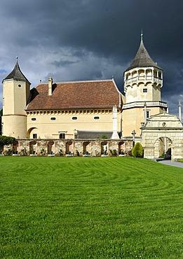 Grand Courtyard, Renaissance castle Rosenburg am Kamp, stormy atmosphere, Rosenburg-Mold, Kamp Valley Nature Park, Waldviertel region, Lower Austria, Austria, Europe